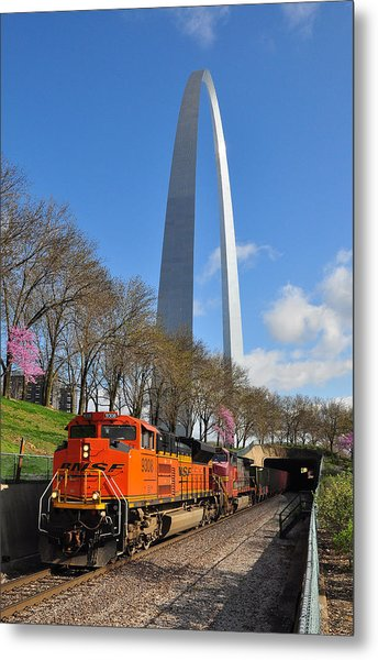 Bnsf Ore Train And St. Louis Gateway Arch Metal Print