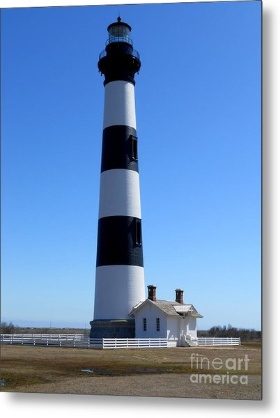 Bodie Island Lighthouse Metal Print by Lesley Giles