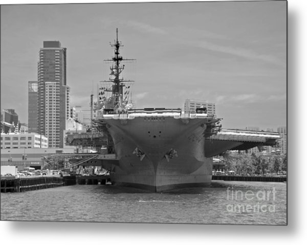 Bow Of The Uss Midway Museum Cv 41 Aircraft Carrier - Black And White Metal Print