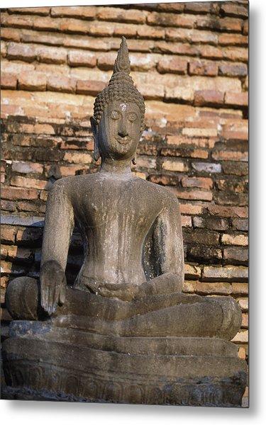 Buddha Statue Outside Thai Temple Metal Print by Richard Berry