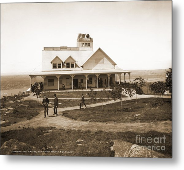 Casino At The Top Of Mt Beacon In Black And White Metal Print