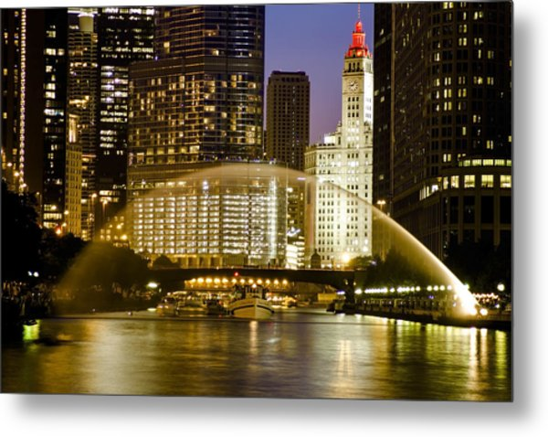 Centennial Fountain Over Chicago River At Dusk Metal Print