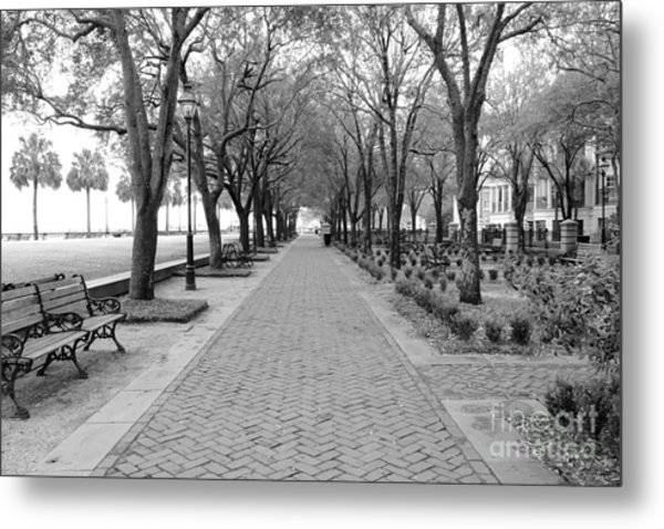Charleston Waterfront Park Walkway - Black And White Metal Print