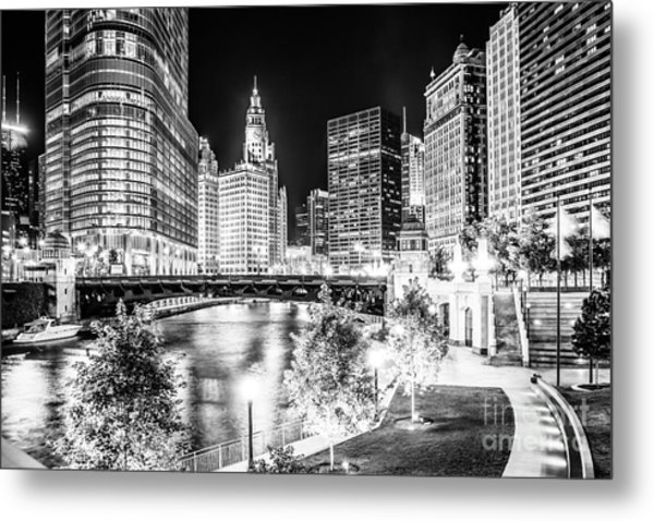 Chicago River Buildings At Night In Black And White Metal Print