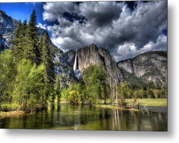 Cloudy Day In Yosemite Metal Print