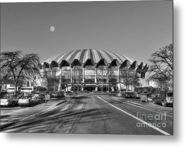 Coliseum B W With Moon Metal Print