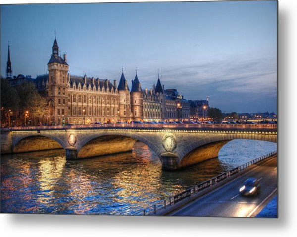 Conciergerie And Pont Napoleon At Twilight Metal Print
