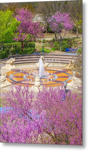 Coolidge Park Fountain In Spring Metal Print