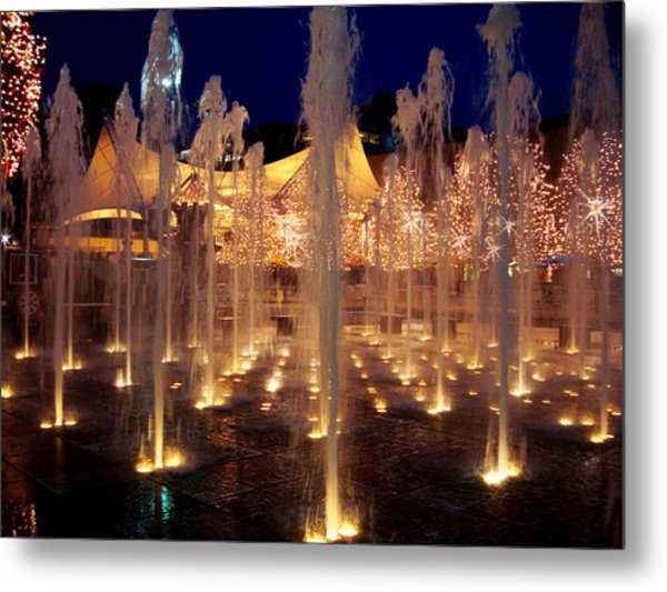 Crown Center Fountain At Christmas Metal Print