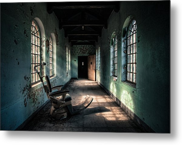 Dentists Chair In The Corridor Metal Print