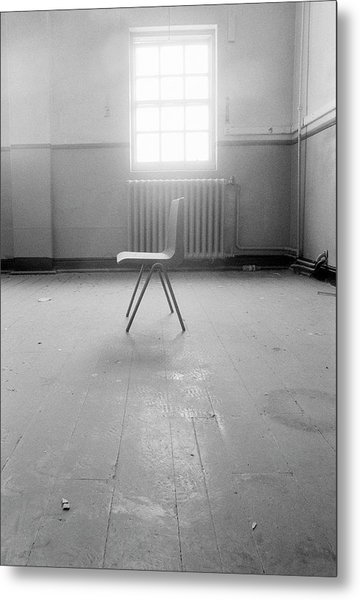 Empty Chair Metal Print by Larry Dunstan/science Photo Library