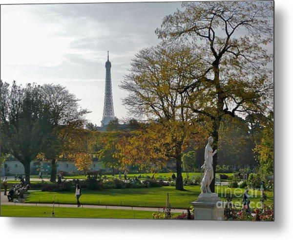 Eye Full In Jardin De Tuileries Metal Print