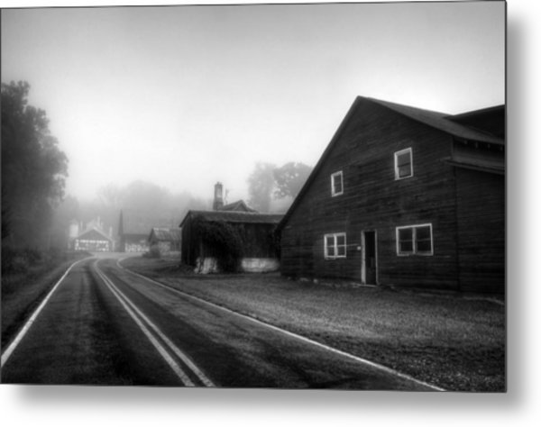 Foggy Morning In Brasstown Nc In Black And White Metal Print