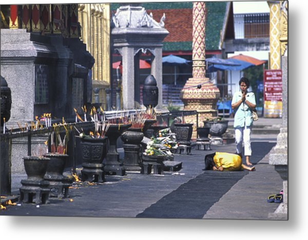 Girl Praying In Front Of Buddhist Temple Near Chang Mai Metal Print by Richard Berry