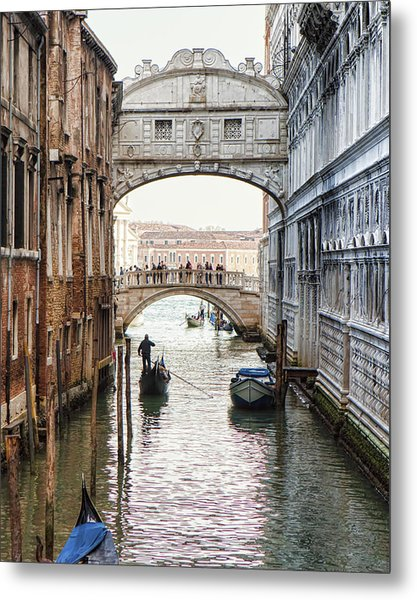 Gondolas Under Bridge Of Sighs Metal Print by Susan Schmitz