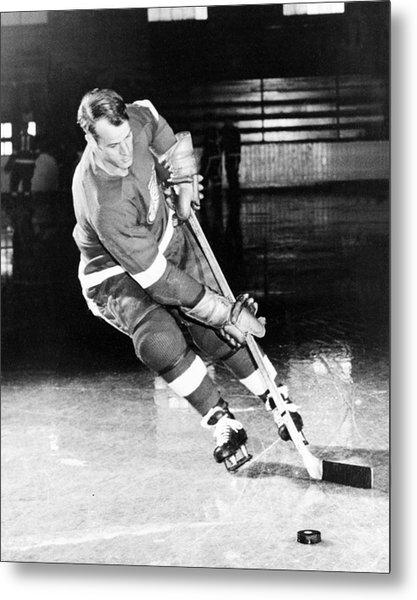 Gordie Howe Skating With The Puck Metal Print