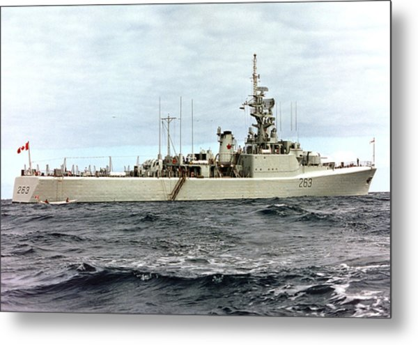 Hmcs Yukon - In Pacific Metal Print