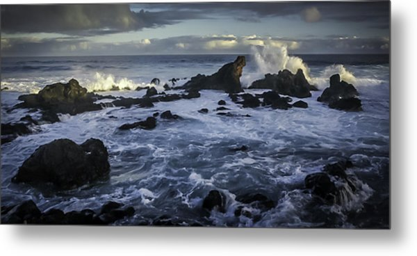 Hookipa Beach Sunrise Metal Print