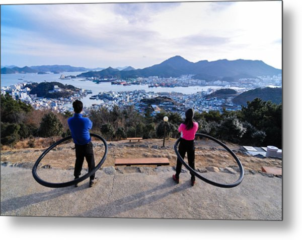 Hoops On The Mountaintop Metal Print