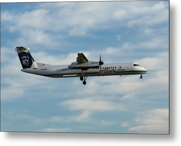 Horizon Airlines Q-400 Approach Metal Print