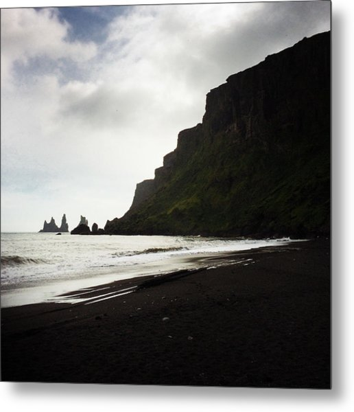 Iceland Vik Reynisdrangar Cliffs And Ocean Metal Print