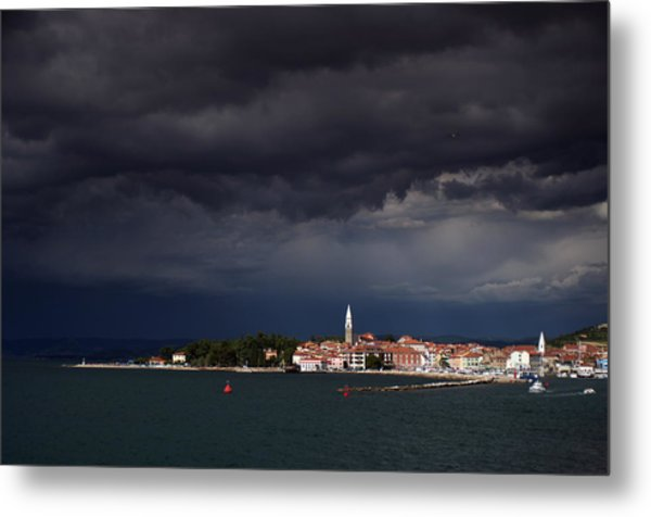 Izola In The Eye Of A Storm Metal Print