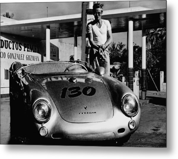 James Dean Filling His Spyder With Gas In Black And White Metal Print