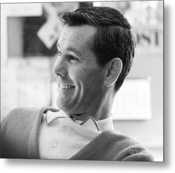 Johnny Carson On The Set Of The Tonight Show 1963 Metal Print