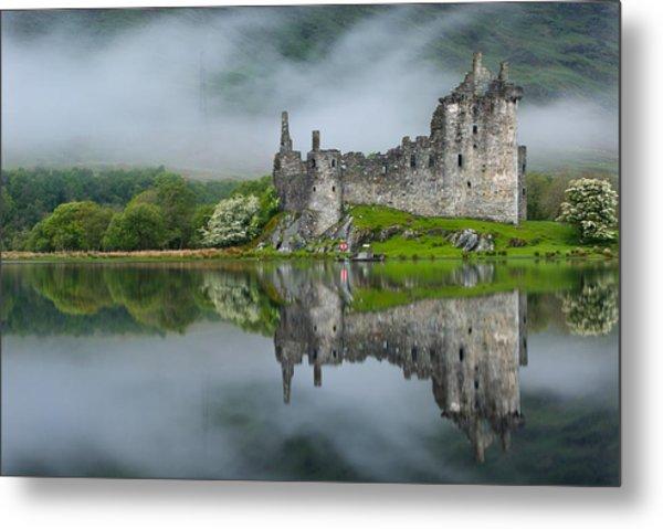 Kilchurn Castle At Dawn Metal Print by David Ross