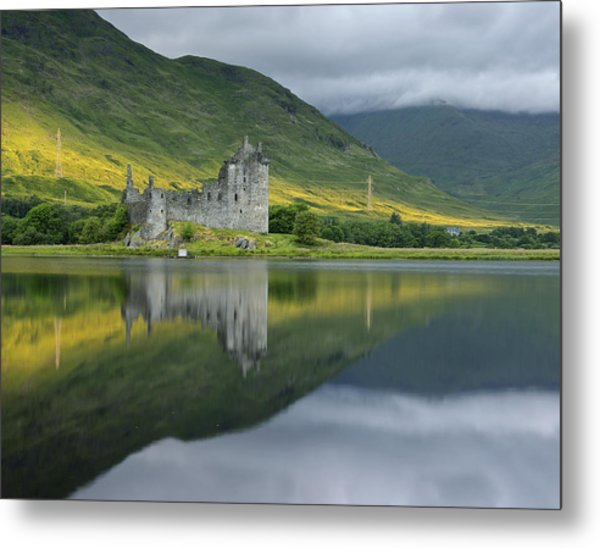 Kilchurn Castle At Sunrise Metal Print