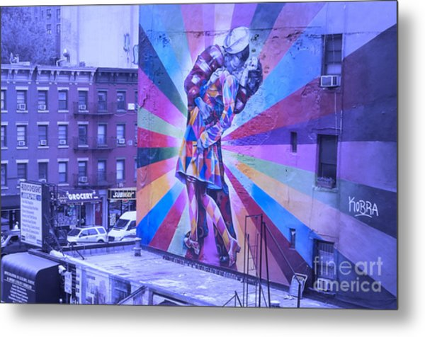 Kissing In Nyc Metal Print