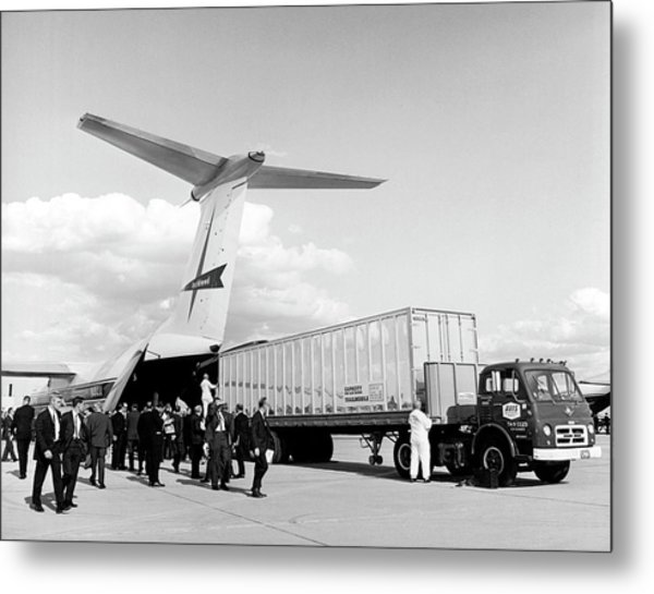 Lockheed C-141 Starlifter Metal Print by Underwood Archives