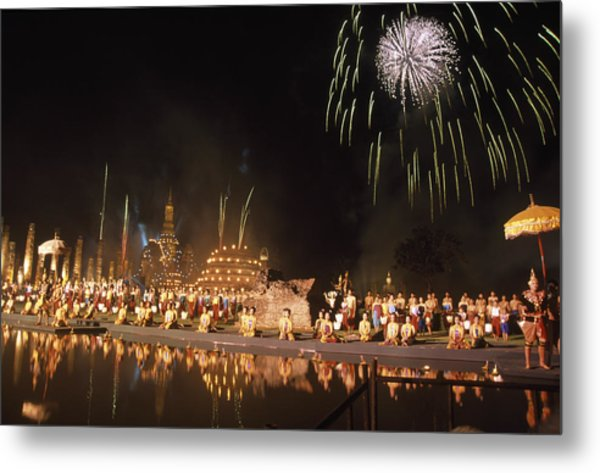 Loy Krathong Show In Thailand Metal Print by Richard Berry