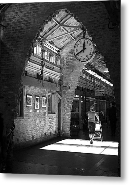 Lunchtime At Chelsea Market Metal Print
