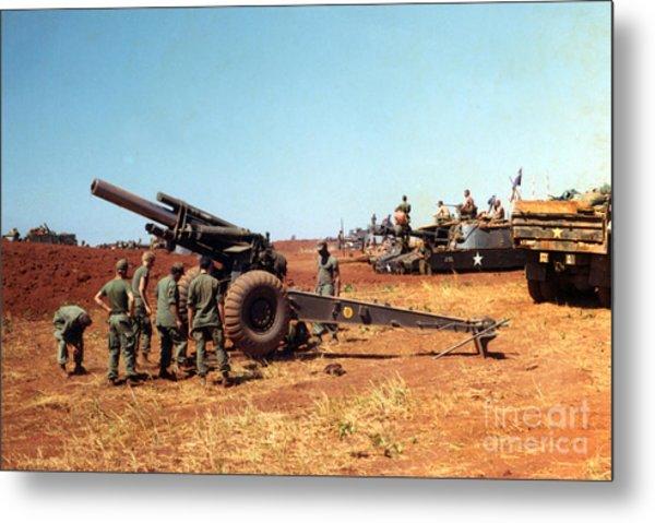M114 155 Mm Howitzer Was A Towed Howitzer 4th Id Pleiku Vietnam Novembr 1968 Metal Print