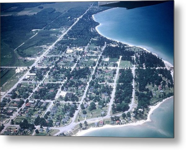 Mackinaw City In The Fifties Metal Print