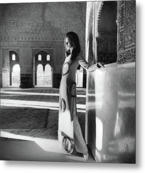 Model In The El Mirador De Lindaraja Metal Print