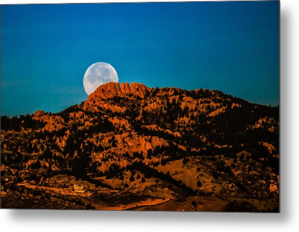Moon Setting Behind Horsetooth Rock At Sunrise Metal Print