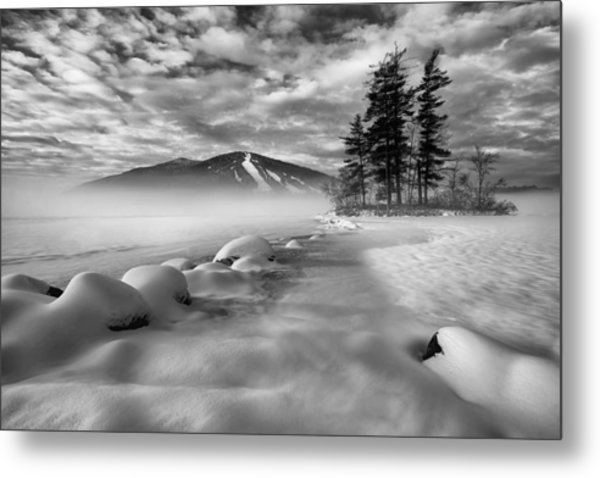 Mountain In The Mist Metal Print