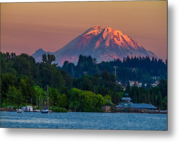 Mt Rainier Sunset At The Lake  Metal Print