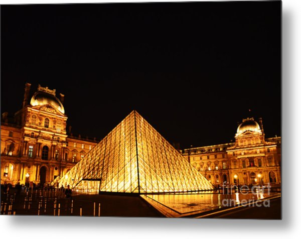 Musee Du Louvre At Night Metal Print