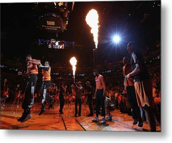 New York Knicks V Phoenix Suns Metal Print by Christian Petersen