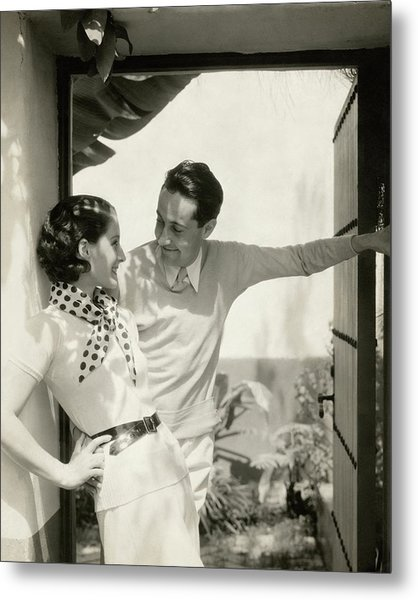 Norma Shearer And Irving Thalberg In A Garden Metal Print