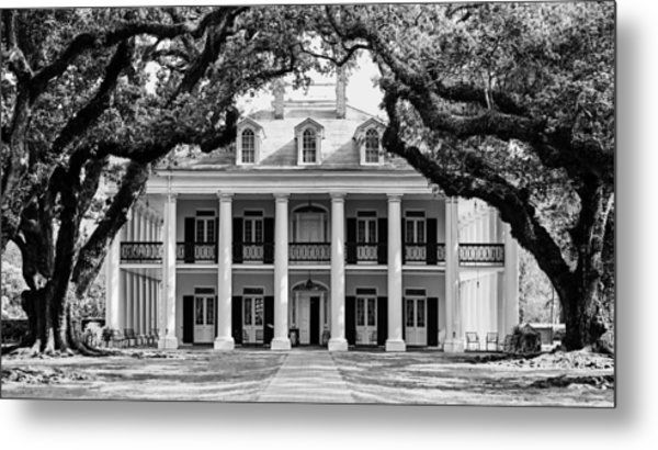 Oak Alley Mansion Black And White Metal Print