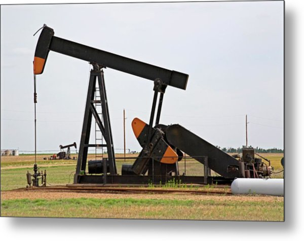 Oil Pump Metal Print by Jim Edds/science Photo Library