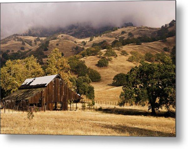 Old Barn At Strathearn Ranch Metal Print