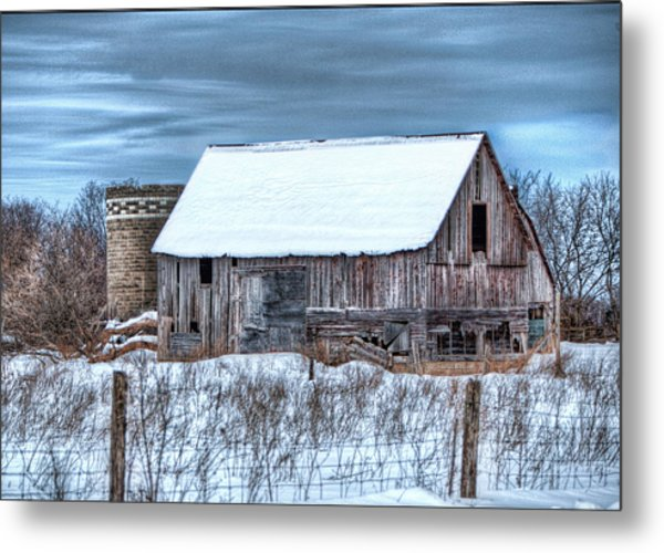 Old Barn Metal Print by David  Parry