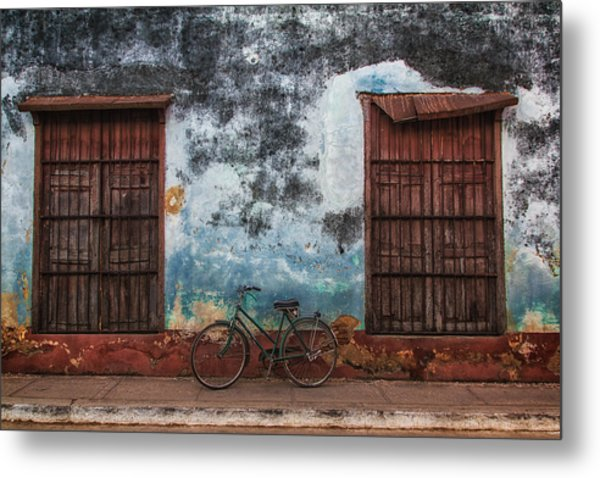 Old Bike And Grunge Wall Metal Print