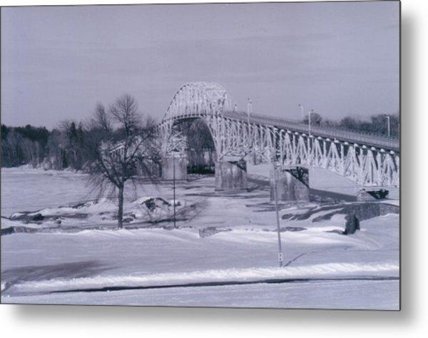 Old Crown Point Bridge In Winter Metal Print by David Fiske