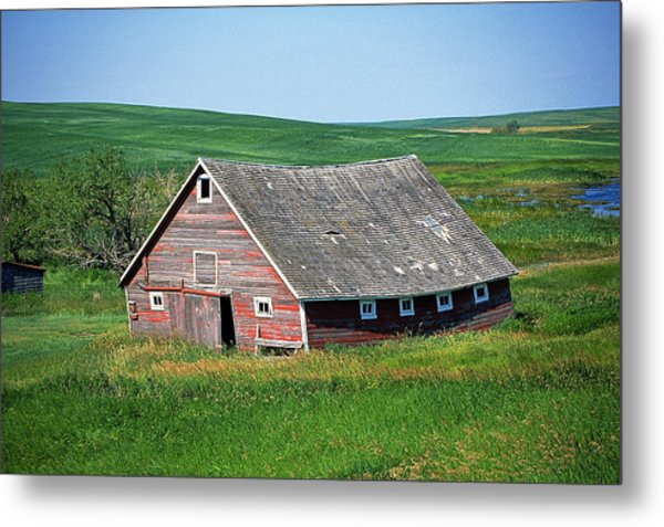 Old Red Barn Metal Print by Buddy Mays